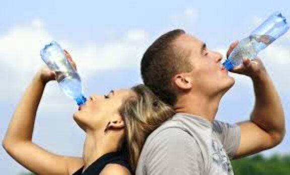Το νερό είναι το καλύτερο αδυνατιστικό, λένε οι επιστήμονες
