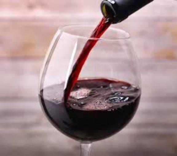 Φυσικό «βιάγκρα» το κόκκινο κρασί και τα μούρα