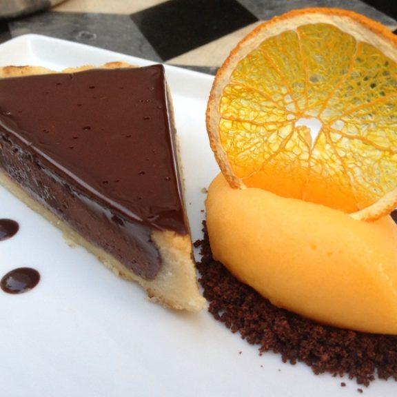 Τάρτα σοκολάτας με πορτοκάλι ( χωρίς γλουτένη και ζάχαρη )