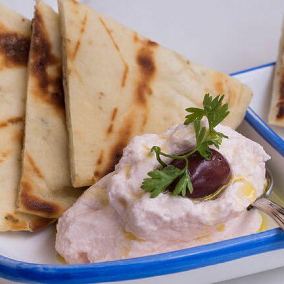 Ταραμοσαλάτα με πατάτα και λευκό ταραμά