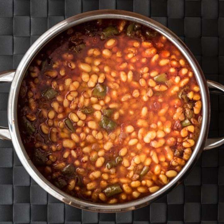 Σιγομαγειρεμένα φασόλια με λάχανο