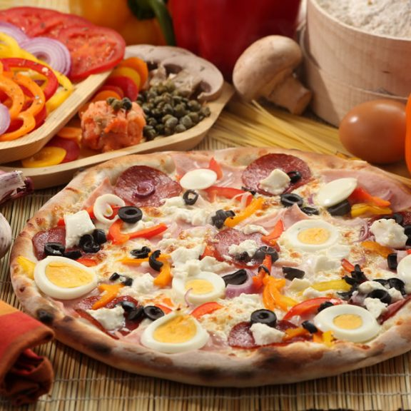 Χωριάτικη πίτσα με αυγό