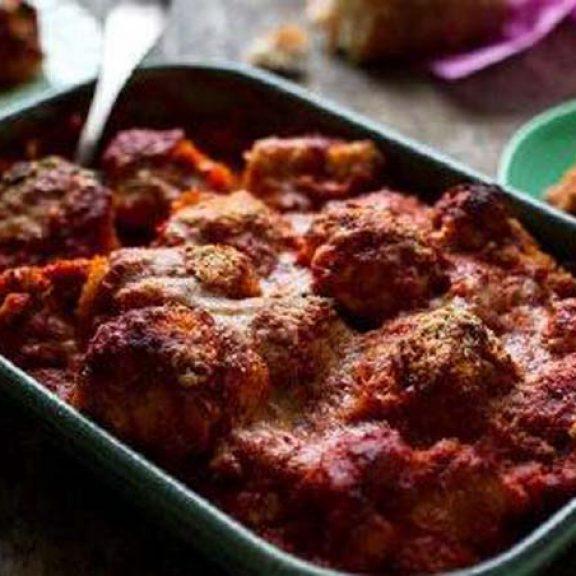 Λιβανέζικα ρολά μελιτζάνας με αρνί, ντομάτα και κουκουνάρι