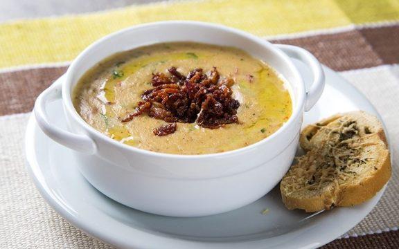 Μένουμε σπίτι και φτιάχνουμε σιγομαγειρεμένη σούπα γλυκοπατάτας
