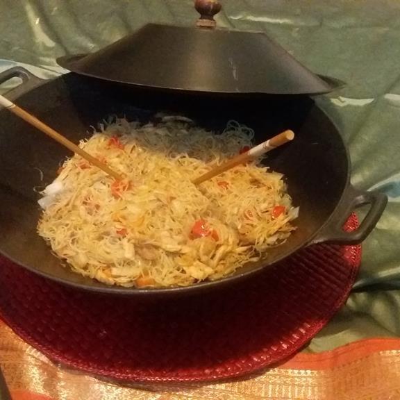 Νούντλς ρυζιού με κοτόπουλο και λαχανικά
