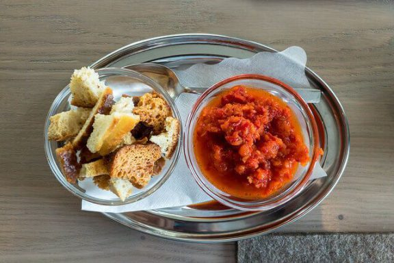 Η εθνική συνταγή της Βόρειας Μακεδονίας, η σάλτσας Ajvar