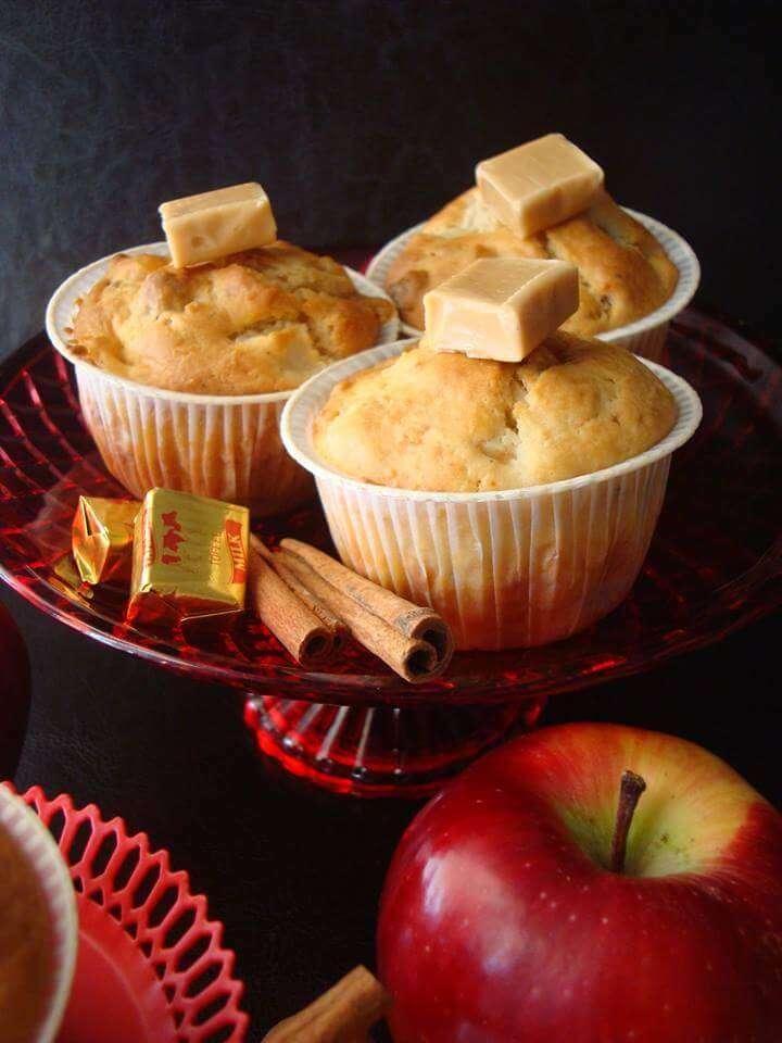 Muffins με μήλα και καραμέλες γάλακτος, της Μαρίας Πατσιά