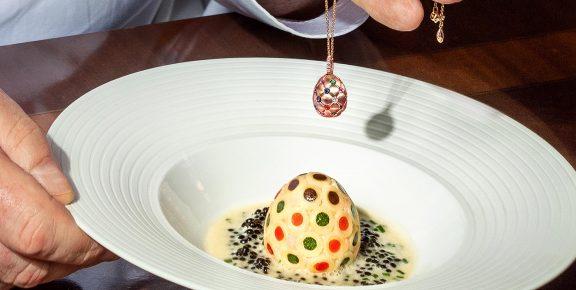 Το ξενοδοχείο Ritz στο Λονδίνο προσφέρει μια μοναδική εμπειρία ενόψει του Πάσχα σε συνεργασία με τον οίκο Fabergé.