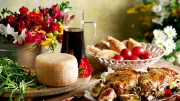 Φέτος το Πάσχα, μένουμε σπίτι και απολαμβάνουμε 32  μοναδικές συνταγές για ορεκτικά, κύρια πιάτα και γλυκά με τους αγαπημένους μας