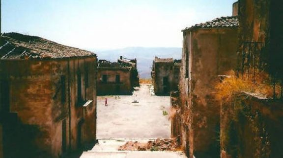 Σπίτια για ένα ευρώ: Άλλο ένα χωριό – φάντασμα της ιταλικής υπαίθρου αναζητά κατοίκους