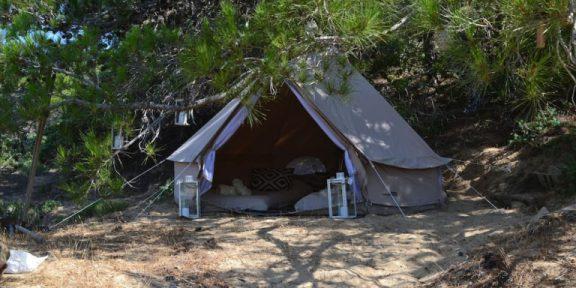 Μόνο στην Ελλάδα: Νοικιάζουν μέσω Airbnb… σκηνές στη Γαύδο!