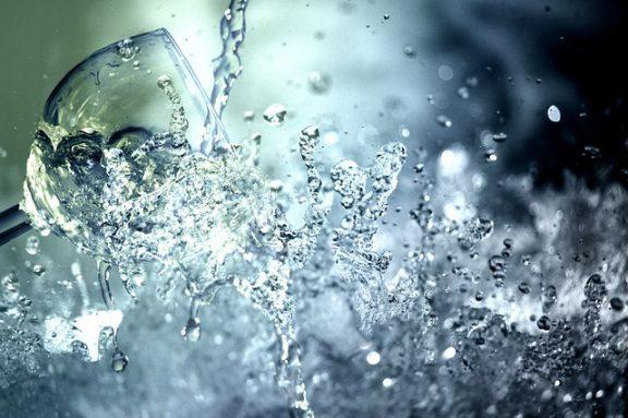 Ανθρακούχο νερό: Δείτε γιατί πρέπει να το αποφεύγετε