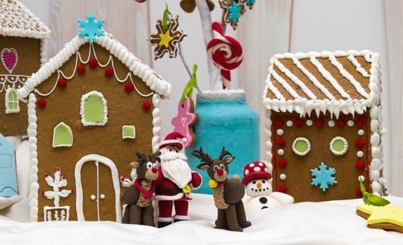Μπισκότα τζίντζερ για τραγανή απόλαυση και χριστουγεννιάτικα μπισκοτόσπιτα, της Στελλίνας