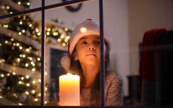 ΚΕ.Π.ΚΑ: Προσοχή στα χριστουγεννιάτικα στολίδια – Συμβουλές για την ασφάλειά μας
