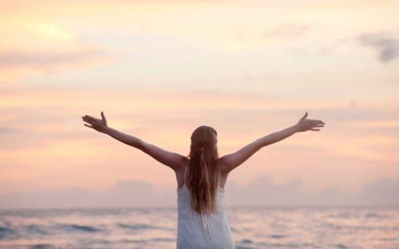 Πέντε υγιεινές συνήθειες που μπορούν να μας χαρίσουν μία «έξτρα» δεκαετία ζωής