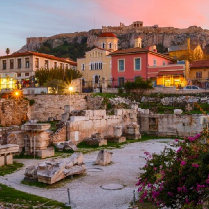 O Independent στην Αθήνα: Για φαγητό στα Εξάρχεια, βόλτα στην Ακρόπολη, πάρτι στο Six dogs