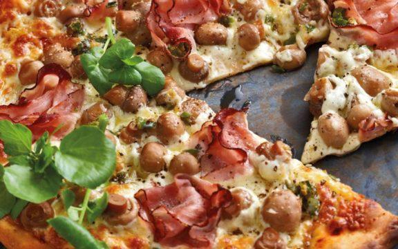 Eύκολη πίτσα με γαλοπούλα και μανιτάρια