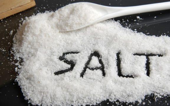 Κορονοϊός: Το πολύ αλάτι εξασθενεί την άμυνα του οργανισμού