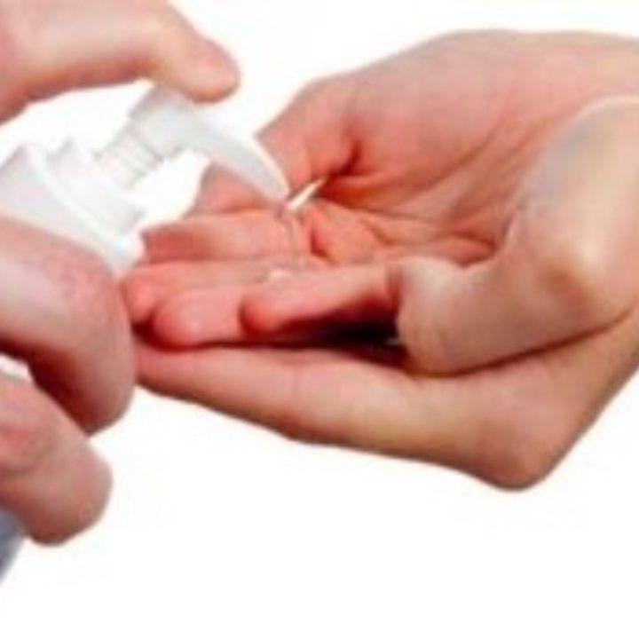 Τα αντισηπτικά προστατεύουν από τον κορονoϊό αλλά έχουν και αρνητικές επιπτώσεις στο δέρμα